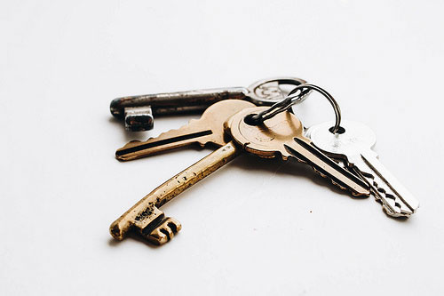 What time can I pick up the keys when moving?