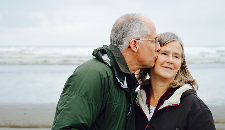 Mature couple on beach - Photo by Esther Ann on Unsplash